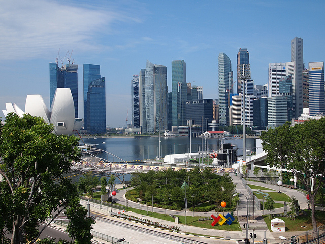 The Garden City. Singapore's sustainability approach grew together with nation-building and encompasses influencing building industry and effecting lifestyle change among its citizens. Image: janebelindasmith, CC BY 2.0