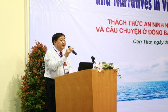 Ha Thanh Toan, rector of Can Tho University, delivers a speech at an international workshop on Mekong water security risks Vietnam very concerned about impacts from dams