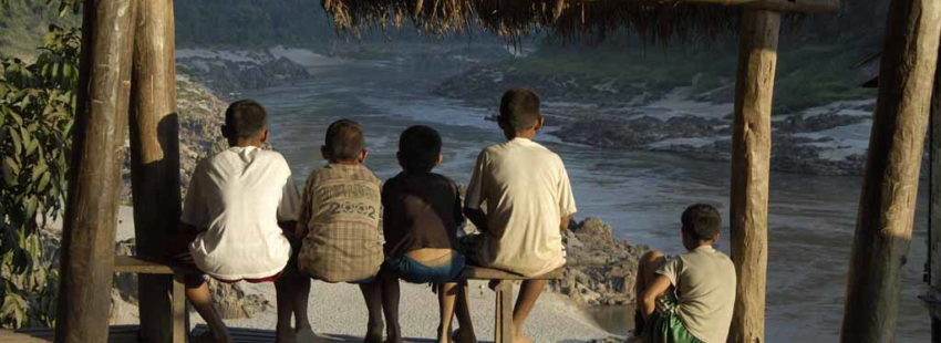 Children watch the river at Pak Beng. Photo courtesy of Marcus Rhinelander/International Rivers.