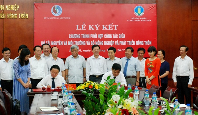 The co-operation agreement between Ministry of Agriculture and Rural Development and Ministry of Natural Resources and Environment was signed yesterday in Hà Nội. — VNS Photo To Nhu