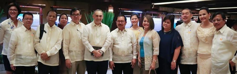 AMIA Consultants and Staff with DA Secretary Emmanuel Pinol at the AMIA Exhibit area, Malacañang, Manila.