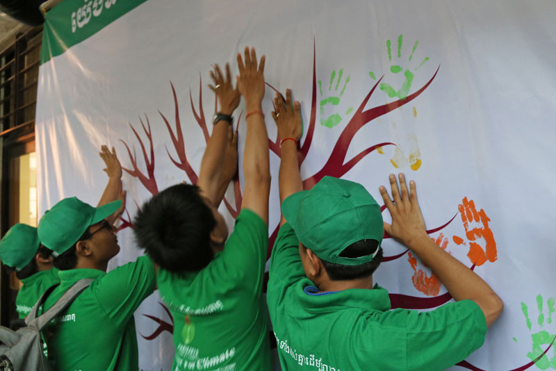 Students participate in the 'Together for Climate' event on Sunday at the Cambodia-Japan Cooperation Center in Phnom Penh. (Aria Danaparamita/The Cambodia Daily)