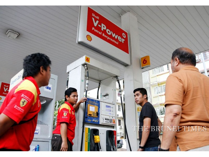 A customer buys petrol at an outlet in Kota Kinabalu, Jan 4, 2015. Picture: BT File