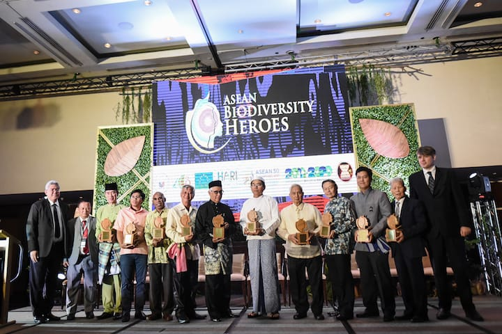 The ASEAN Biodiversity Heroes were recognized in an award ceremony in Manila, Philippines. (left to right) H.E. Vongthep Arthakaivalvatee, Deputy Secretary-General of ASEAN for ASEAN Socio-Cultural Community; ASEAN Centre for Biodiversity (ACB) Executive Director Roberto V. Oliva; Mr. Eyad Samhan (Brunei Darussalam); Mr. Sophea Chhin (Cambodia); Mr. Alex Waisimon (Indonesia); Mr. Nitsavanh Louangkhot Pravongviengkham (Lao PDR); Prof. Zakri Abdul Hamid (Malaysia); Dr. Maung Maung Kyi (Myanmar); Dr. Angel Alcala (Philippines); Prof. Leo Tan Wee Hin (Singapore); Dr. Nonn Panitvong (Thailand); Prof. Dang Huy Huynh (Viet Nam); and Mr. Michael Bucki, EU Climate Change and Environment Counsellor to the ASEAN.