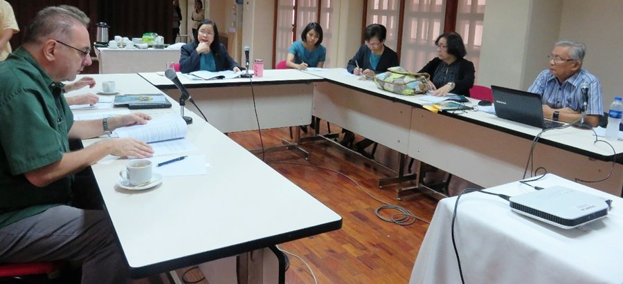 SEARCA and IRRI representatives meet with the project team for the presentation of the results of the comparative study of action plans for mitigation in rice in Vietnam and the Philippines.