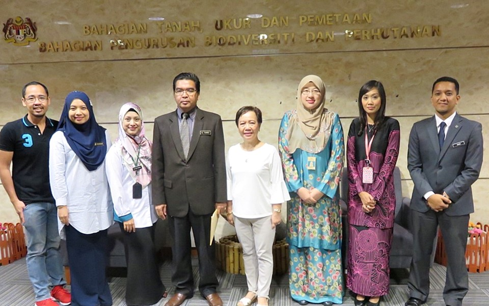 SEARCA and FRIM with Dr. Hj Mohd Yussuf Al Fahmey Bin Abdul Rahim, Deputy Secretary of Biodiversity and Forest Management Division, KATS (fourth from left).