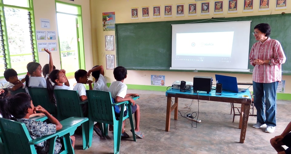 Dr. Blesilda M. Calub, University Researcher IV from University of the Philippines Los Baños and SEARCA's Adjunct Fellow, briefed the students of Decalachao Elementary School about the School-Plus-Home Gardens Project