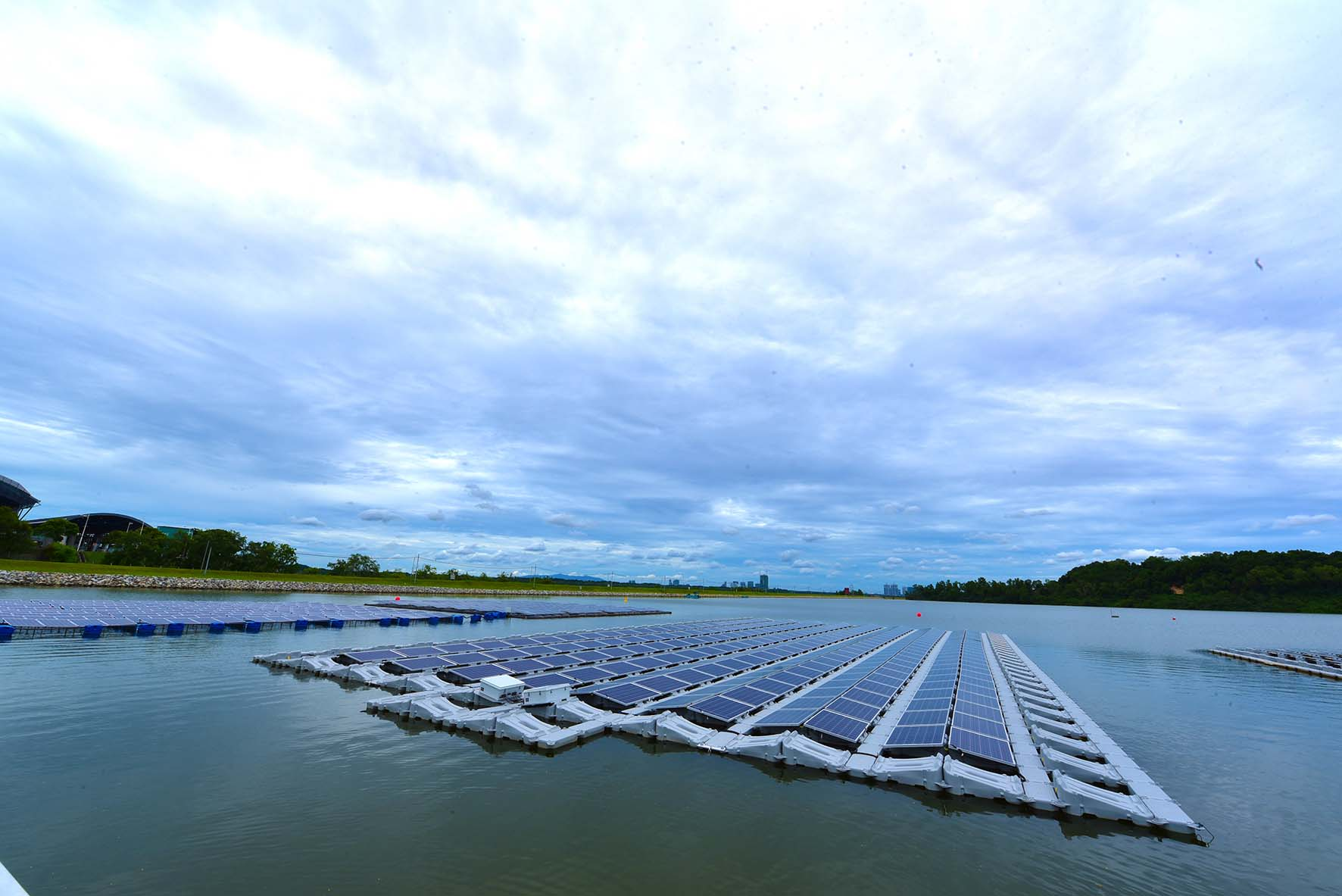 The one-hectare floating solar PV test bed on Tengeh Reservoir. Image: Solar Energy Research Institute of Singapore