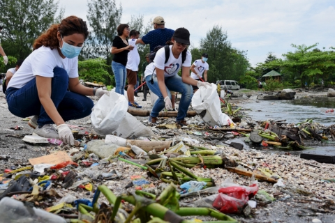 Connecting the dots: Innovative solutions to reduce plastic waste and mitigate climate change impacts